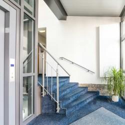 hoteleingang-und-fahrstuhl